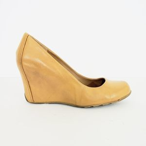 Kenneth Cole Reaction Tan Leather Wedges Size 7.5
